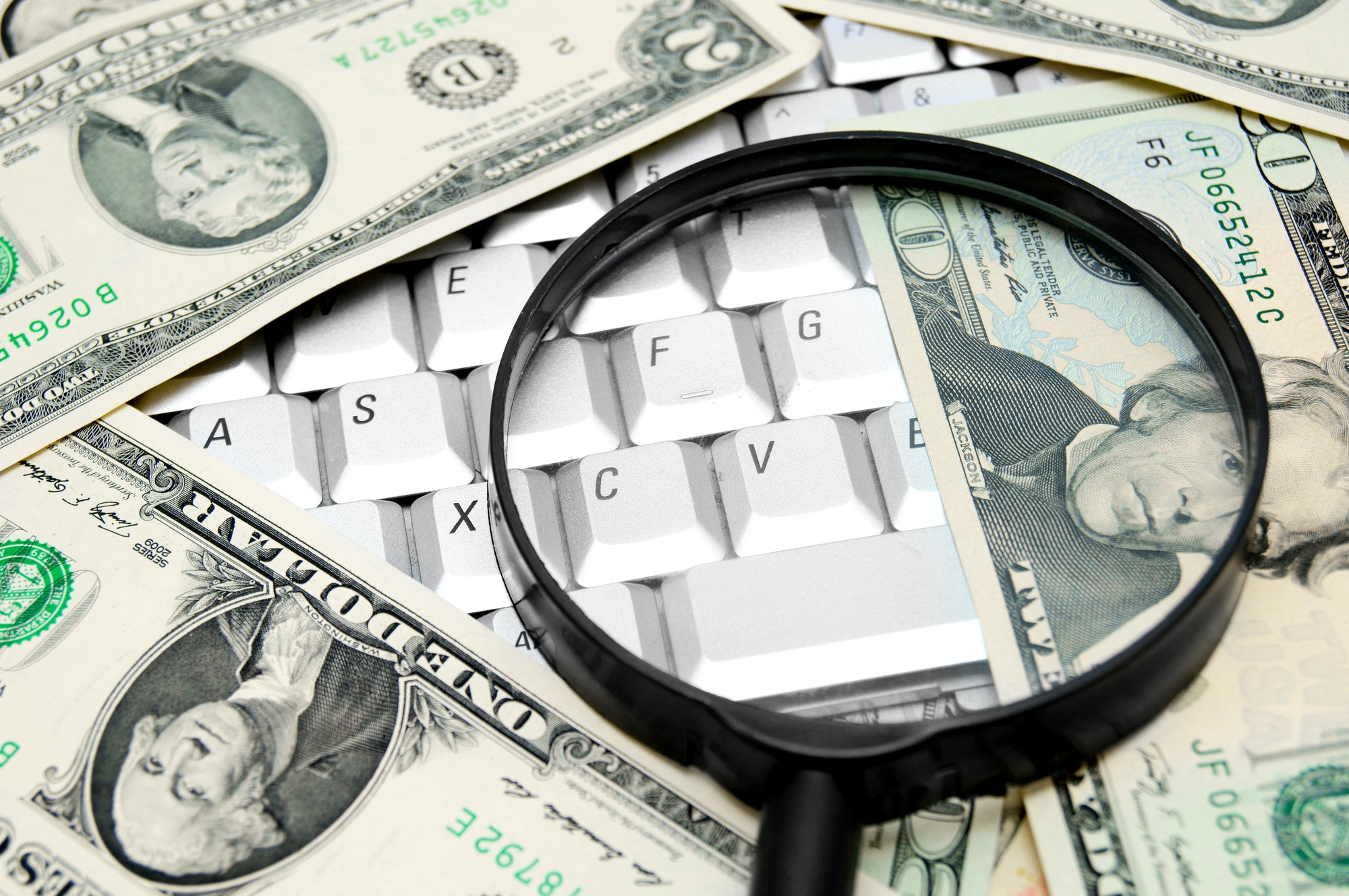 Money and magnifier for the keyboard.